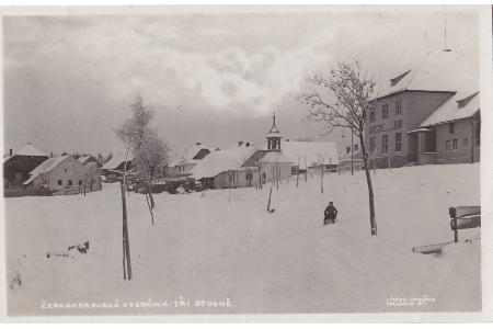 Historické fotografie obce a rybníka Sykovce